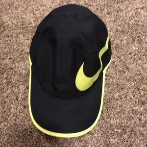 Nike featherlight Dri-Fit hat